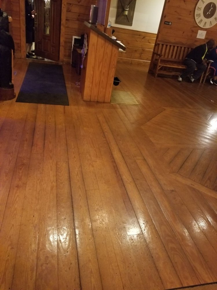 Surf and Turf Lodge: 808 N 14th St, Bessemer City, NC