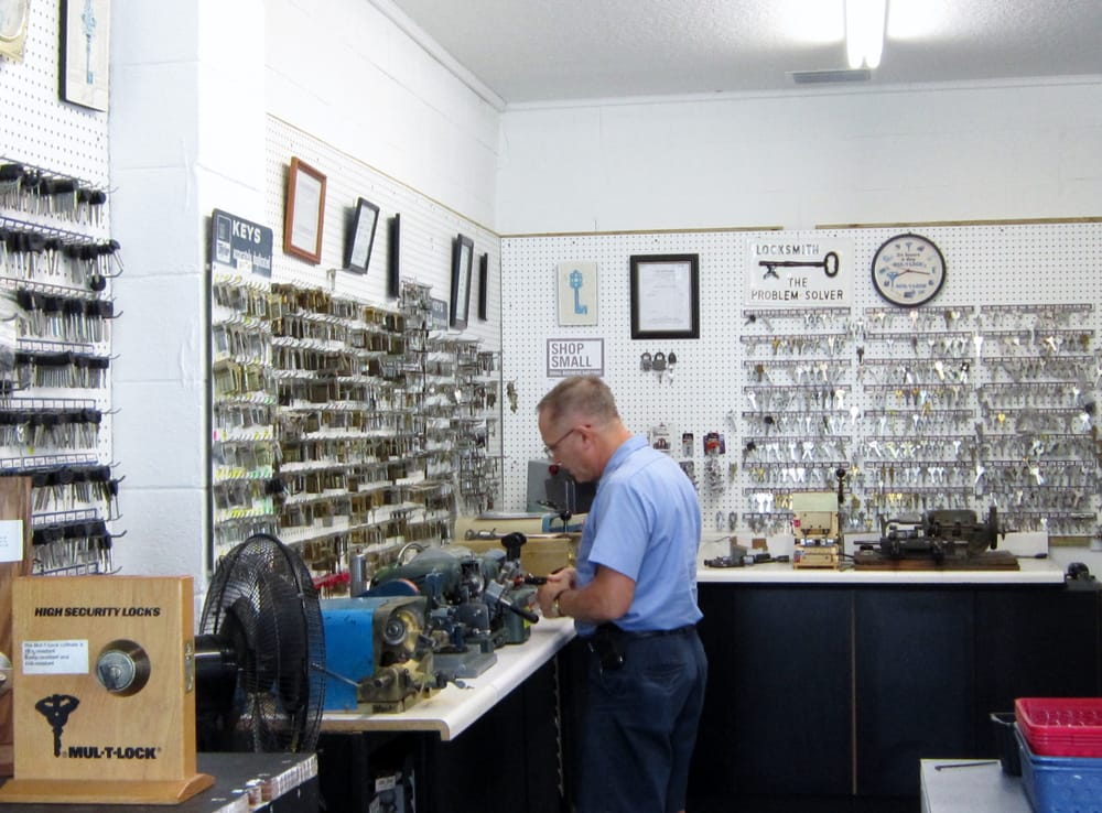 Space Age Locksmith Supplies: 138 W Beresford Ave, Deland, FL