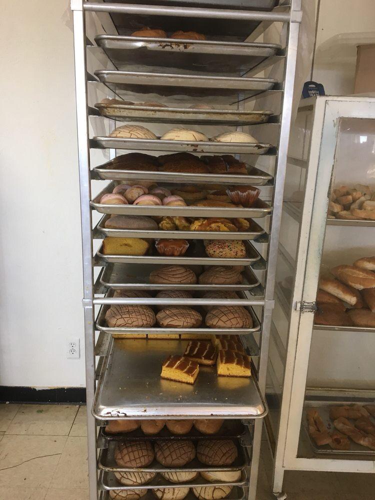 Santiago Panaderia Bakery: 135 Hwy 70 E, Glenwood, AR
