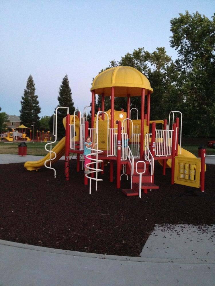 Gettysburg Park: 2940 Armstrong Ave, Clovis, CA