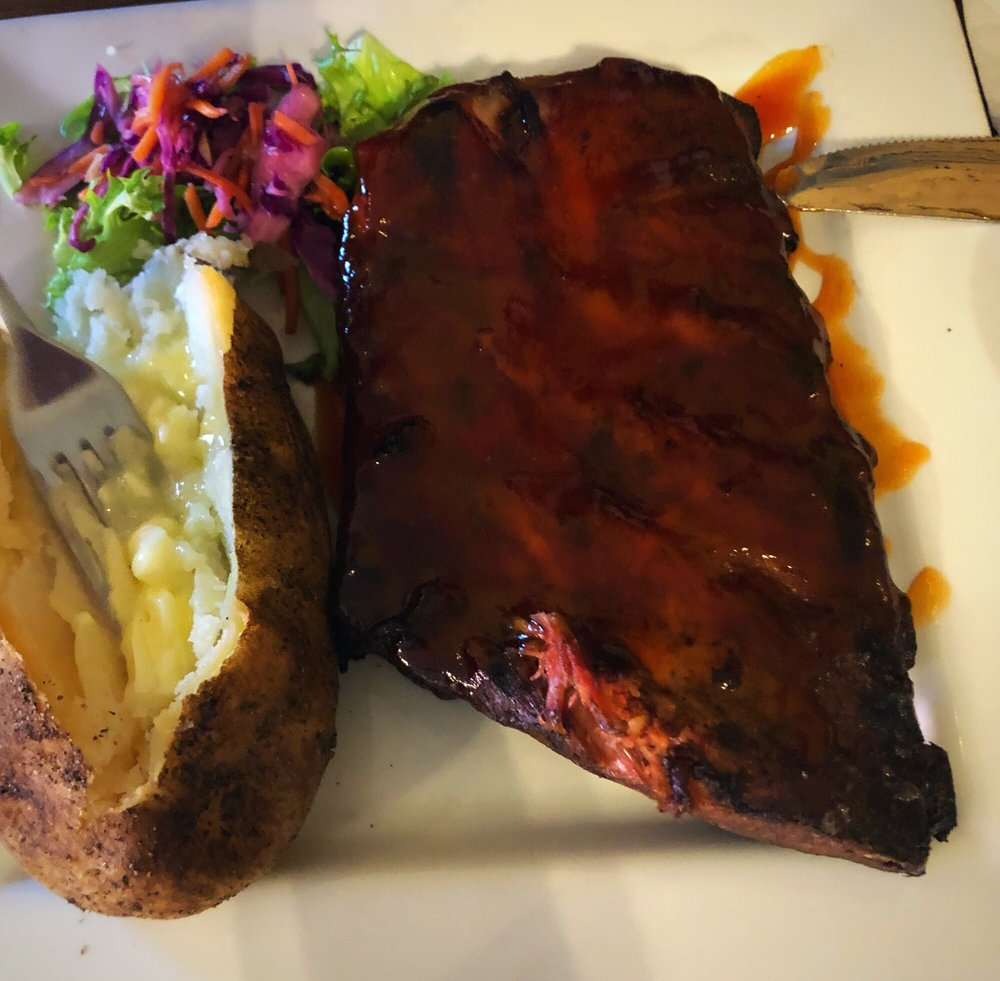 Donavito's Restaurant & Catering: 139 S Bridge St, Struthers, OH