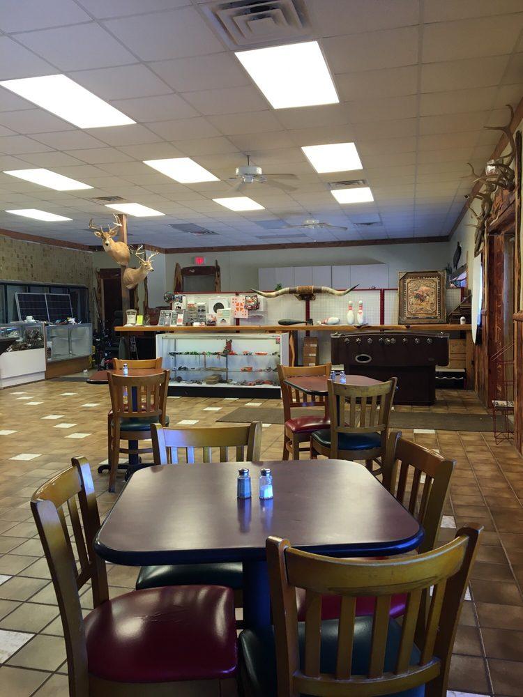 Axtell BBQ: 10016 E Hwy 84, Axtell, TX