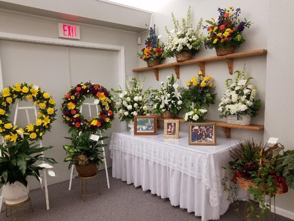 Holt & Holt Funeral Home: 319 E San Antonio Ave, Boerne, TX