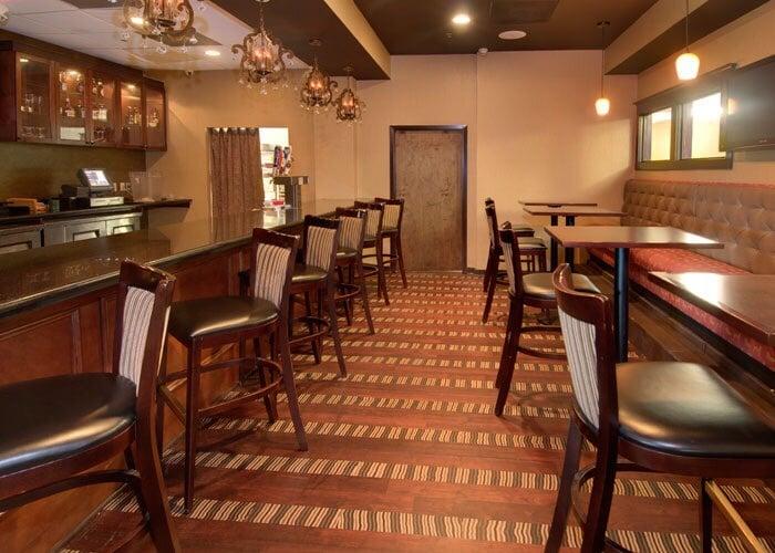 3 Oaks Bar & Lounge: 1500 E Market St, Leesburg, VA