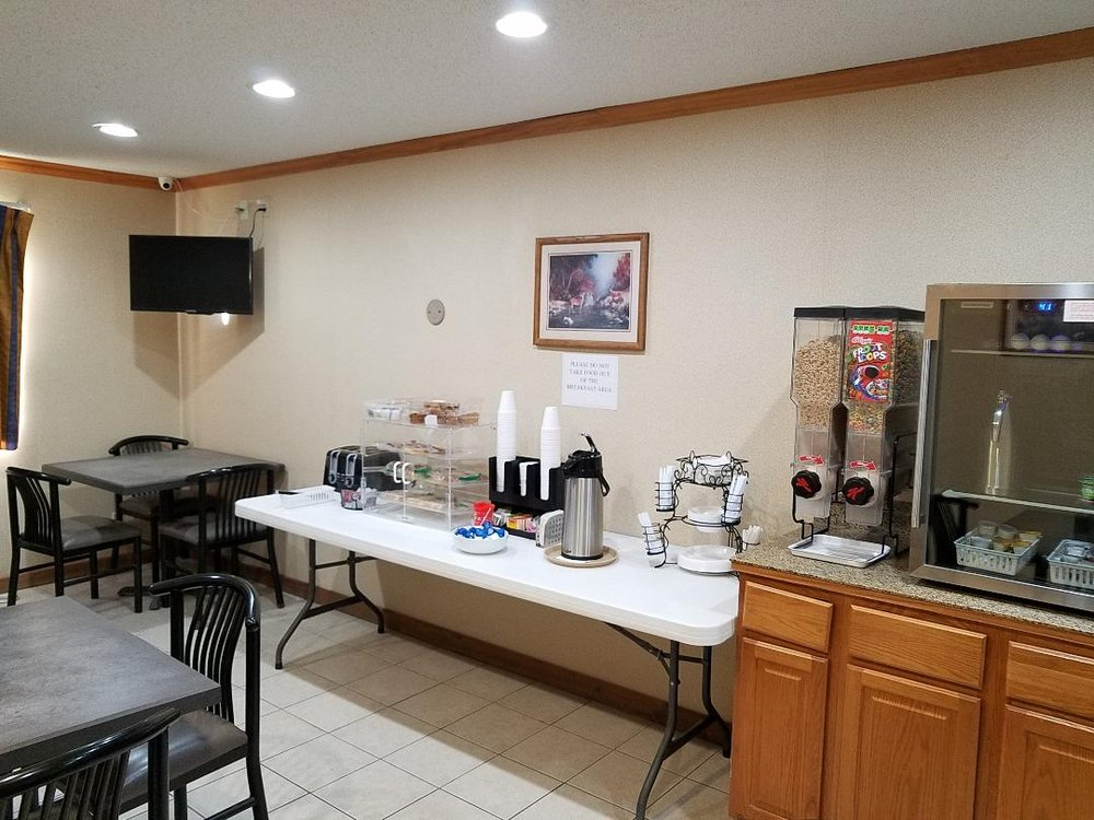 Denison Inn and Suites: 315 Chamberlin Dr, Denison, IA