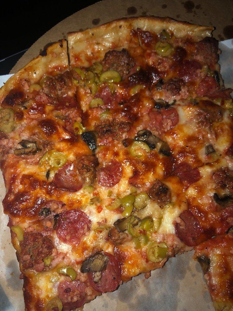 Shamrock Pizza: 5825 Tower Ave, Superior, WI