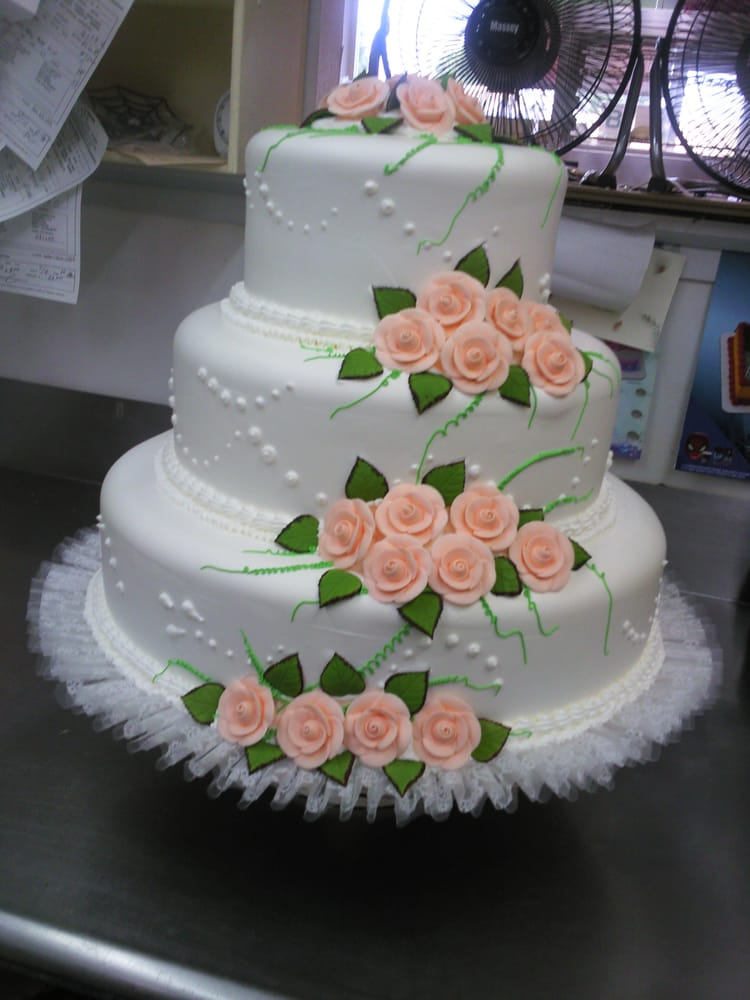peach wedding cake flowers wedding cake color flowers yelp 18145