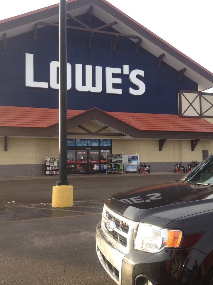 Lowe's Home Improvement: 600 Edelweiss Village Pkwy, Gaylord, MI