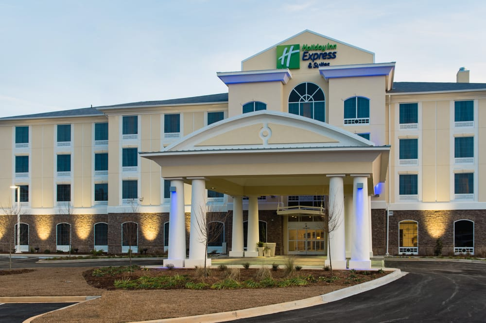 Holiday Inn Express & Suites Aiken: 2897 Whiskey Rd, Aiken, SC