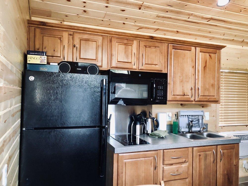 Sierra Meadows Cabins: 46577 Opah Dr, Ahwahnee, CA