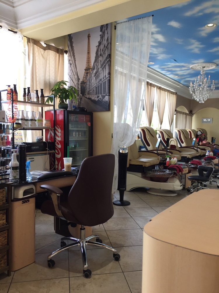 Diva Nails and Spa: 234 Miracle Strip Pkwy SE, Fort Walton Beach, FL