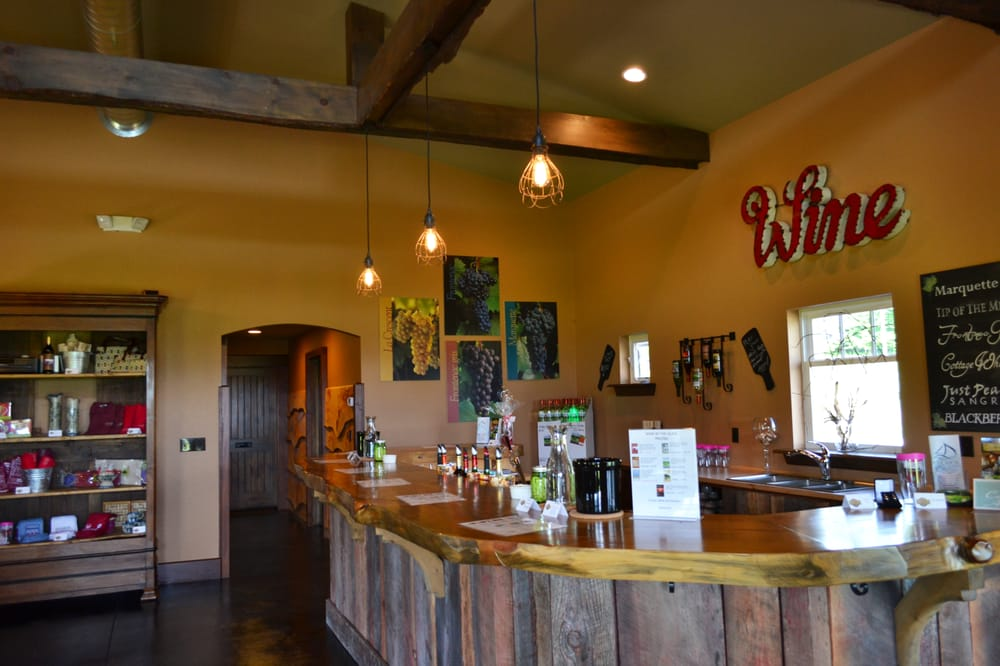 Crooked Vine Vineyard & Winery: 8370 Lakeview Rd, Alanson, MI
