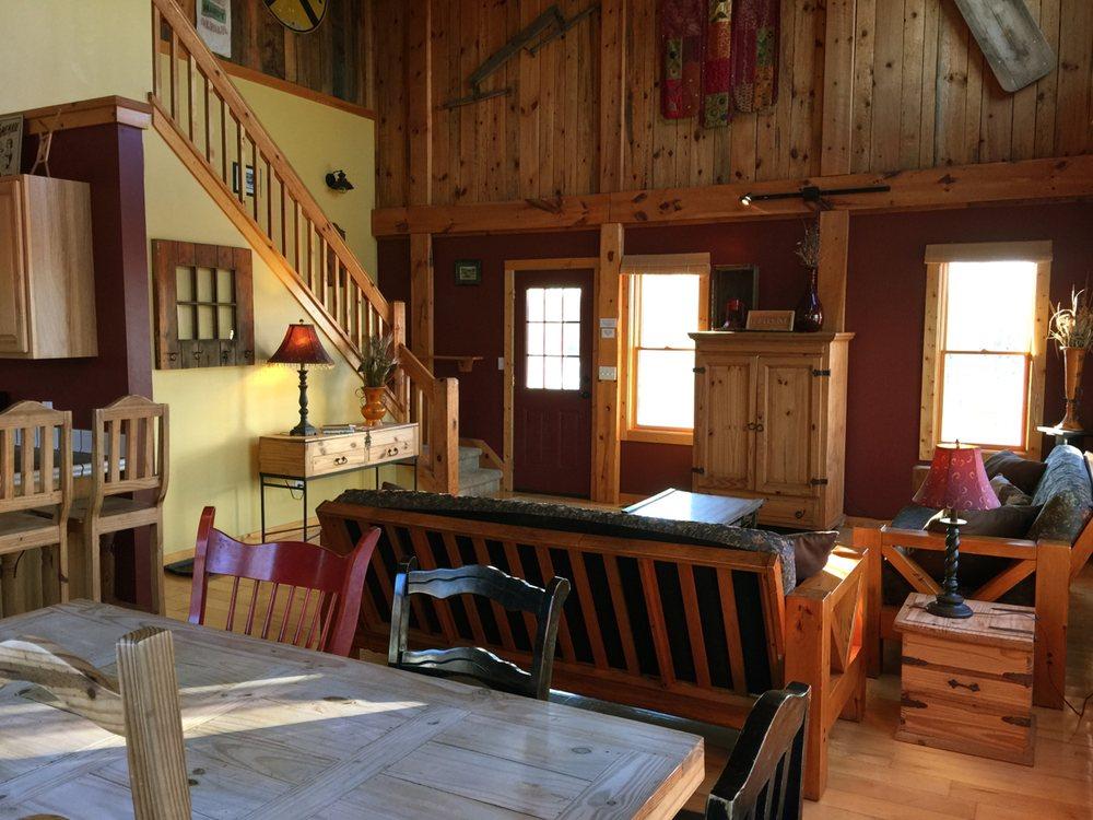 The Barn Cottage: 2600 Herring Rd, Arcadia, MI
