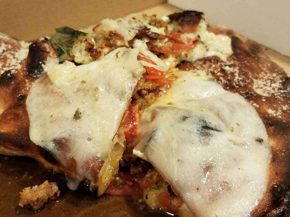 Catalyst Pizza: 619 SE 6th St, Grants Pass, OR