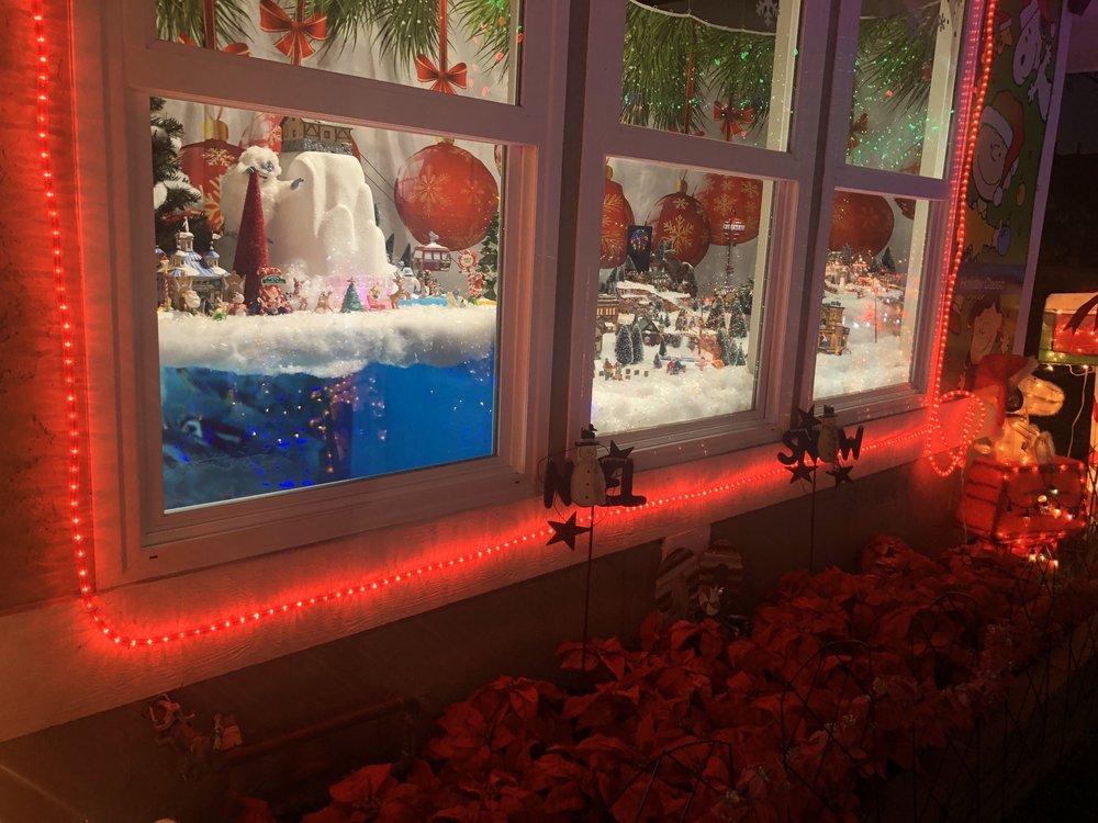 Carlsbad Christmas House: 7607 Romeria St, Carlsbad, CA