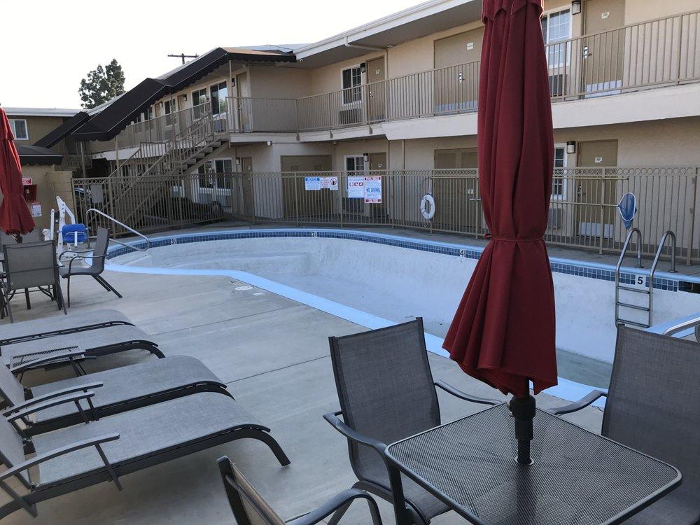Super 8 by Wyndham Los Angeles-Culver City Area