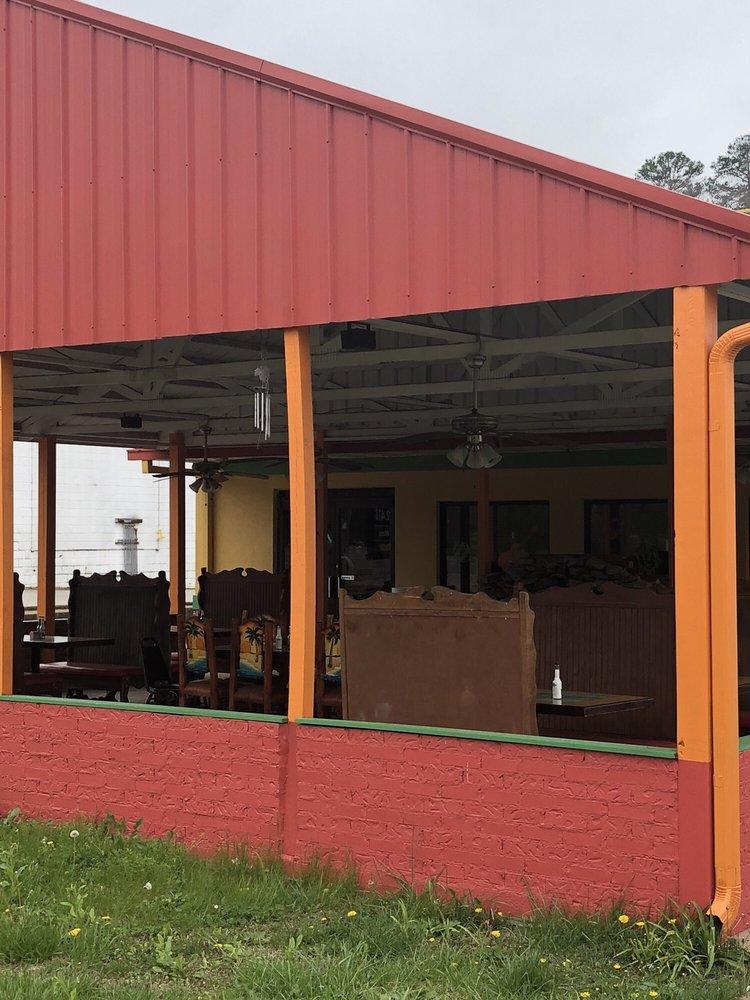 El Guadalajara Mexican Restaurant: 207 Dexter L Woods Memorial Blvd, Waynesboro, TN