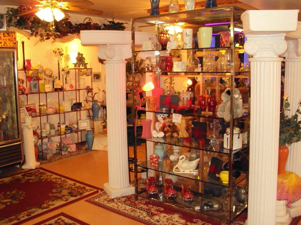 Parkside Flowers and Gifts: 405 SE Oak Ave, Roseburg, OR