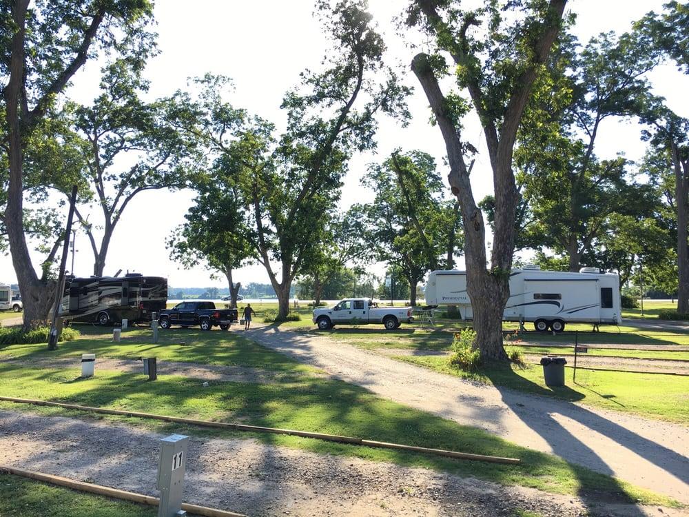 Pecan Grove Rv Park: 3768 S Highway 65 82, Lake Village, AR