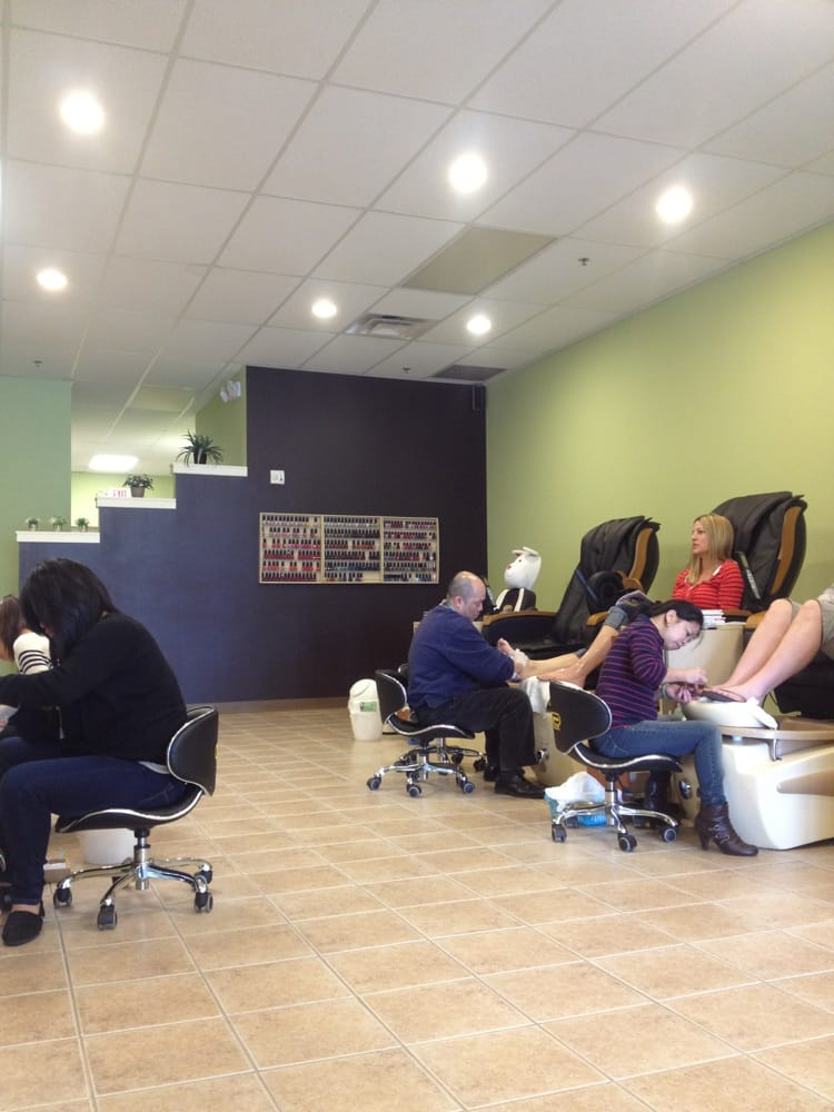 Happy nails spa 13 reviews nail salons 4740 reed for Mona j salon contact