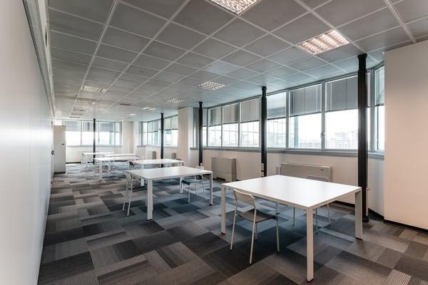 Offisquare spazi per condivisione uffici viale giulio for Uffici condivisione milano