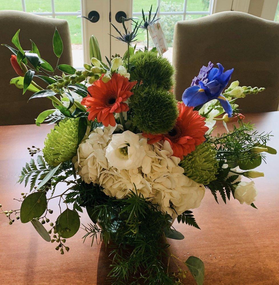 Carmola's Flowers: 1160 Bradford Rd NE, Massillon, OH