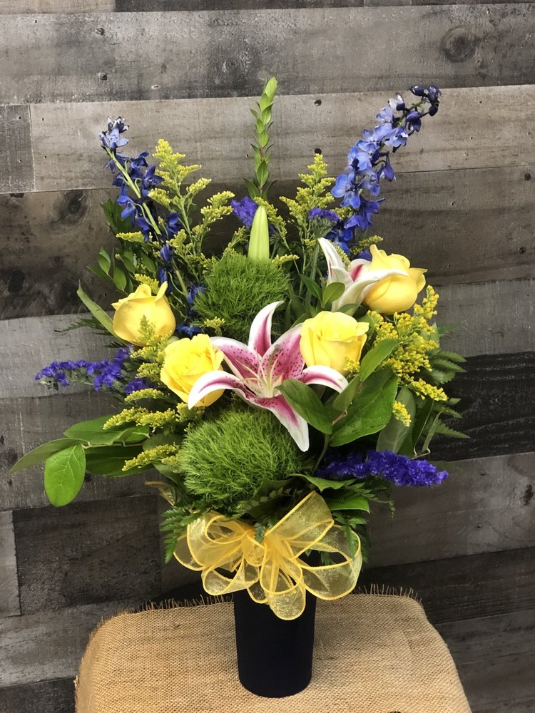 Dantay's Flowers & Gifts: 222 Hwy 290 W, Dripping Springs, TX