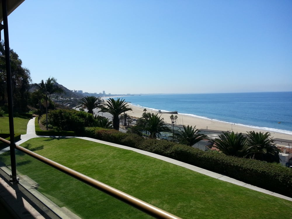 Bel air bay club 240 photos 56 reviews social clubs for Where is pacific palisades