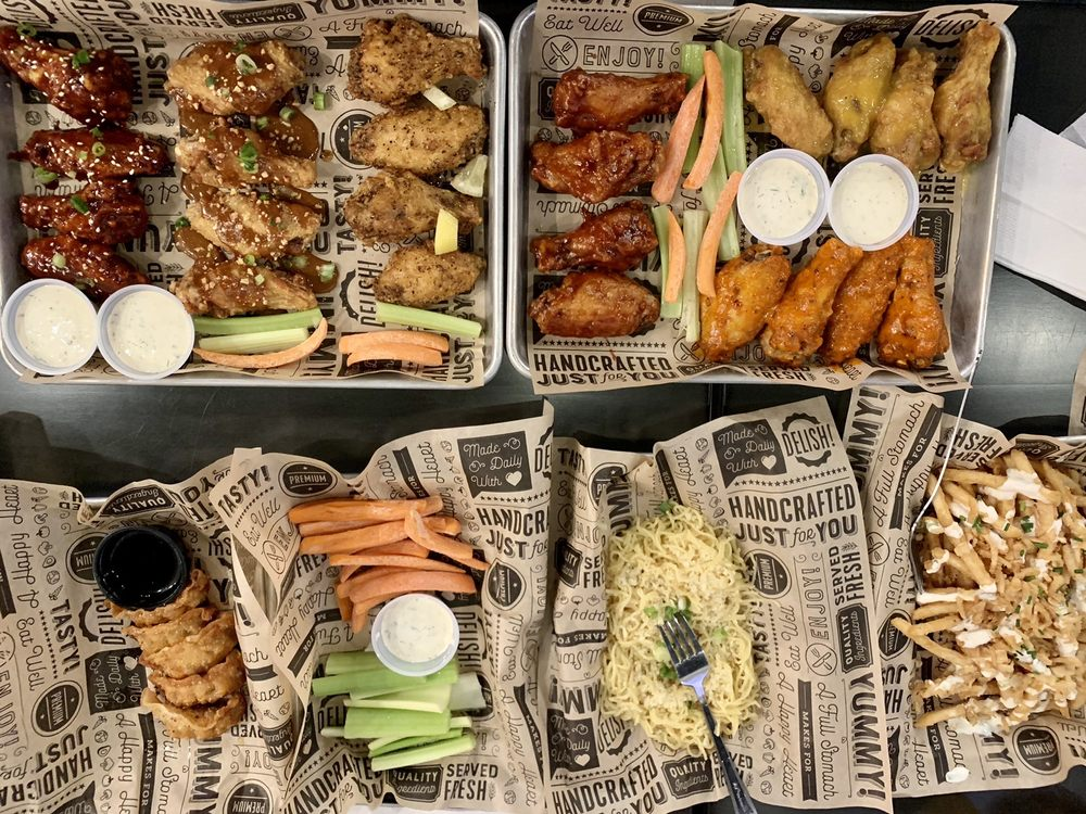 Fat Birds Wing Bar: 3209 Courtyard Dr, Midland, TX