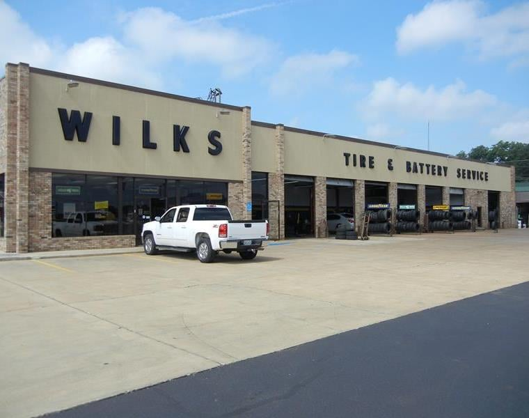 Wilks Tire & Battery Service: 428 N Broad St, Albertville, AL