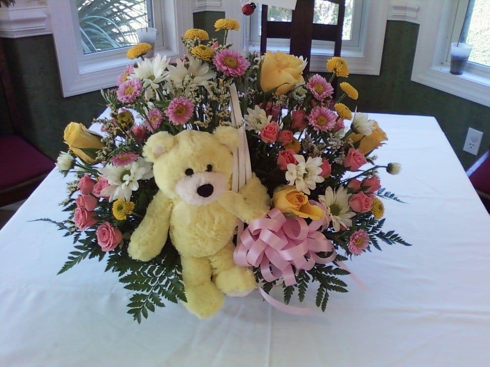 Doodlebugs Flower Shop: 404 Market St, Darien, GA
