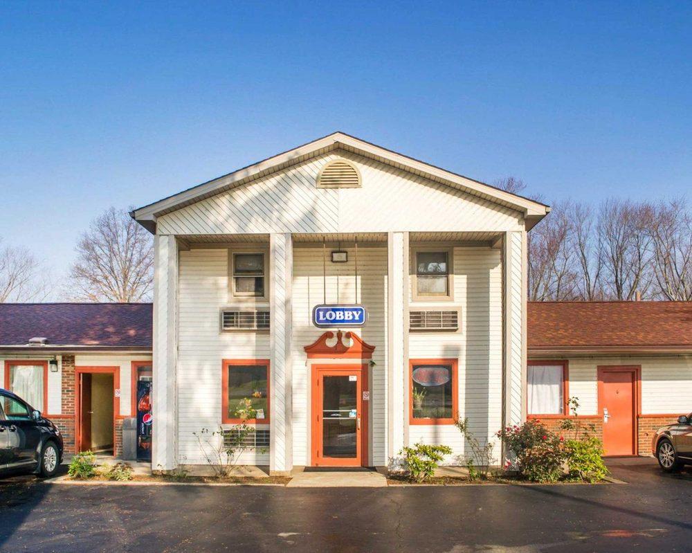 Econo Lodge: 4248 SR 5, Newton Falls, OH