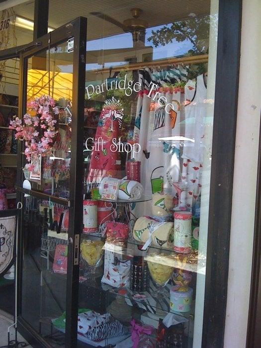 Partridge tree gift shop geschenkartikel 316 s park for Geschenkartikel shop