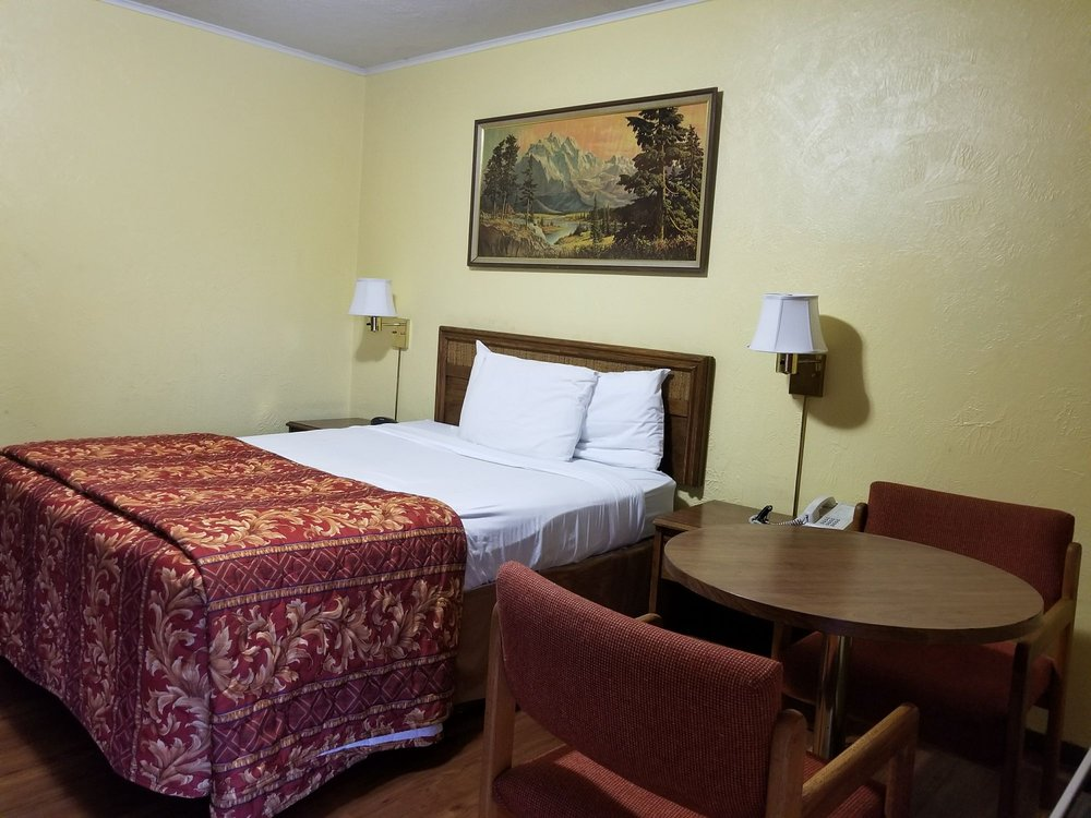 Mountain View Inn: 801 N Main St, Yreka, CA