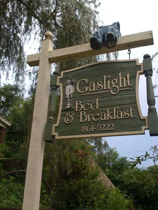 Gaslight Bed & Breakfast: 3652 Middleton Ave, Cincinnati, OH