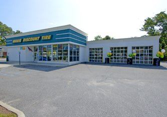 Mavis Discount Tire: 300 W Main St, Bay Shore, NY