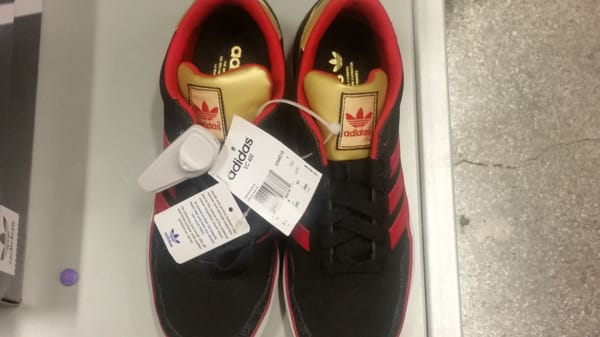 Adidas Outlet 447 Great Mall Drive ste 556, centro comercial gran Milpitas, CA
