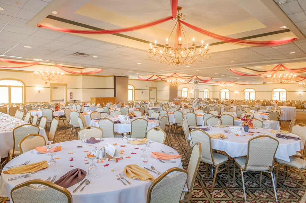 The Pines Golf Club, Restaurant & Banquet: 1319 N Millborne Rd, Orrville, OH
