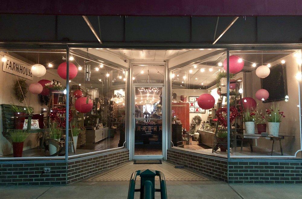 The Old Homestead Market & Floral: 1211 M St, Aurora, NE
