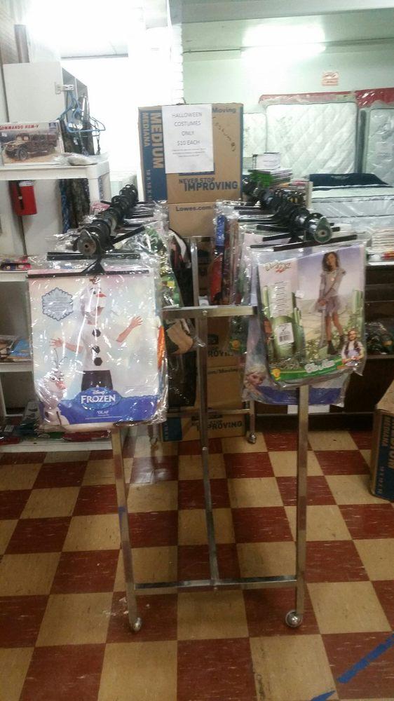 44 Family Flea Market: 1205 E St Rd 44, Shelbyville, IN