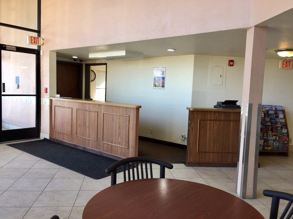 Motel 6: 51541 N Peace Valley Rd, Lebec, CA