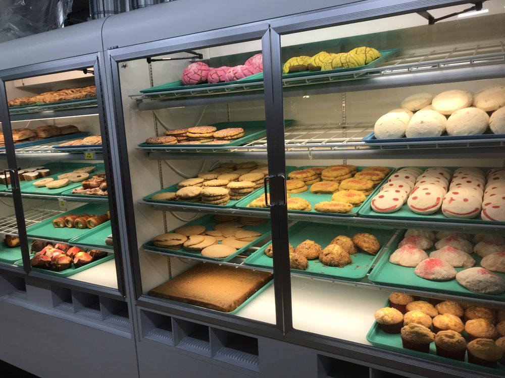 Panaderia Supermercado Lomabonita- Hilltop: 923 45th Ave NE, Hilltop, MN