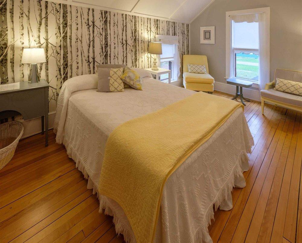 Bridgewalk Bed & Breakfast: 2287 S Main St, Central Lake, MI