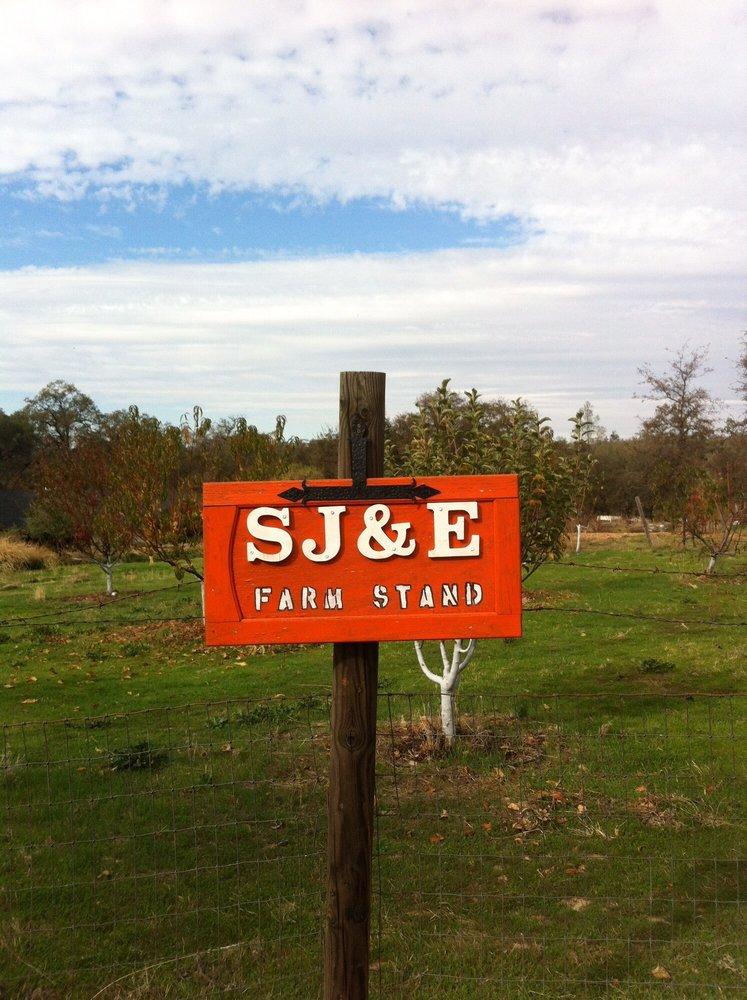 SJ&E Farm Stand: 34812 Sj And E Rd, Auberry, CA