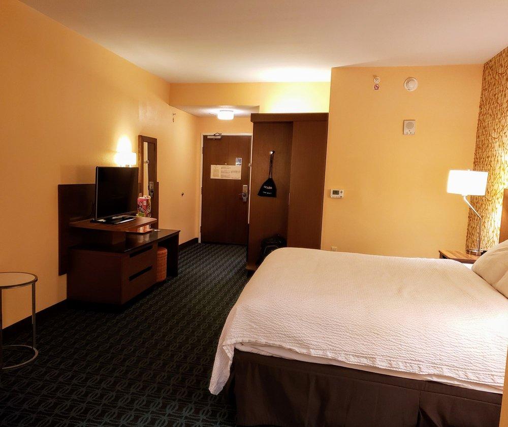 Fairfield Inn By Marriott: 924 E State St, Athens, OH
