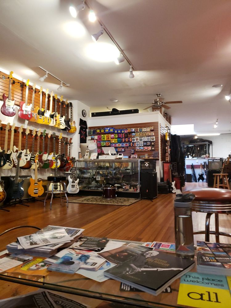 Division Street Guitars: 36 N Division St, Peekskill, NY