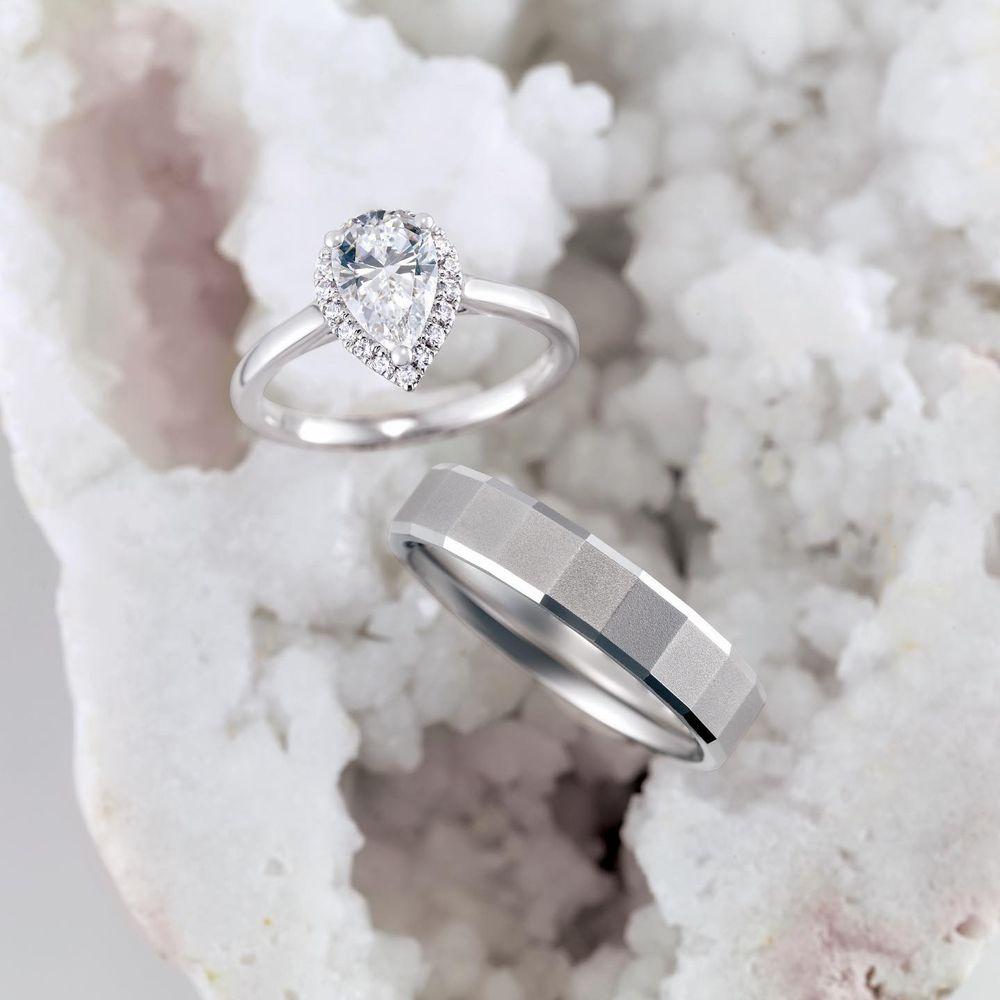 Snug Harbor Jewelry: 395 Merrick Rd, Amityville, NY