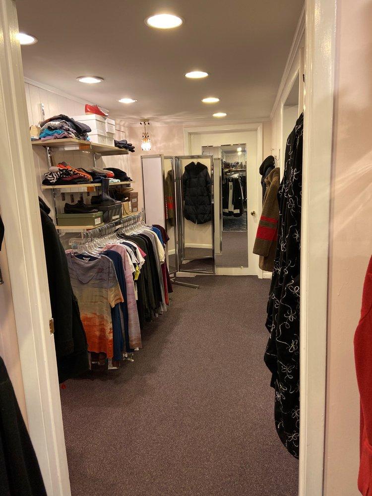 Chez Renee Boutique: 8181 Camargo Rd, Madeira, OH