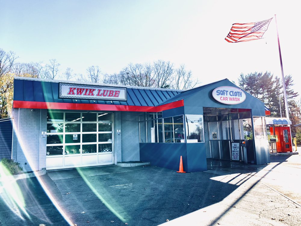 Pearl River Soft Cloth Car Wash & Kwik Lube: 558 N Middletown Rd, Pearl River, NY