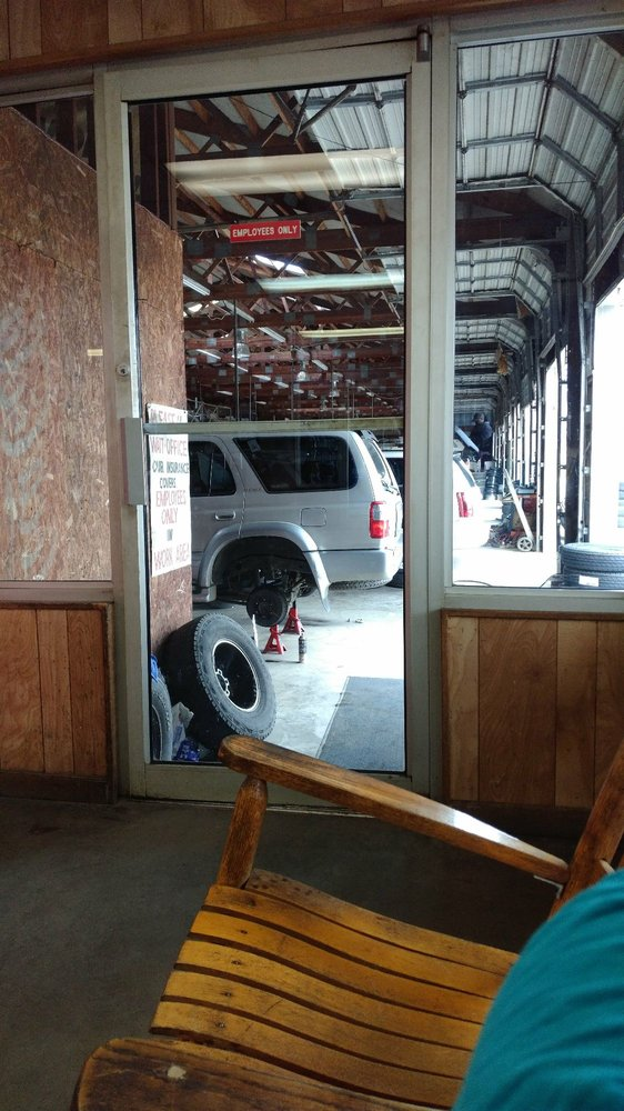 Harold's Tire & Auto Service: 709 Liberty Dr, Easley, SC